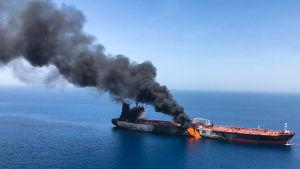 Den norska oljetankern Front Altair var ett av de tankfartygen som brann i Omanbukten förra veckan.