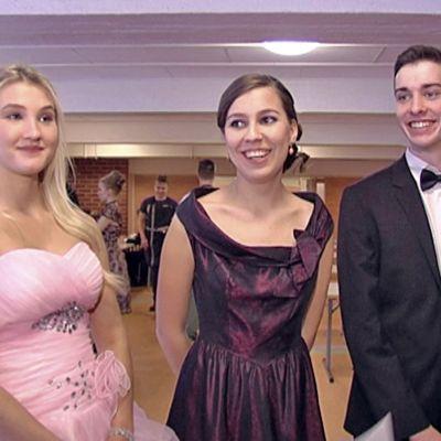 Melina Laakso, Isabelle Aarbakke och Aron Davis från åk 12 i den finska Steinerskolan i Helsingfors.