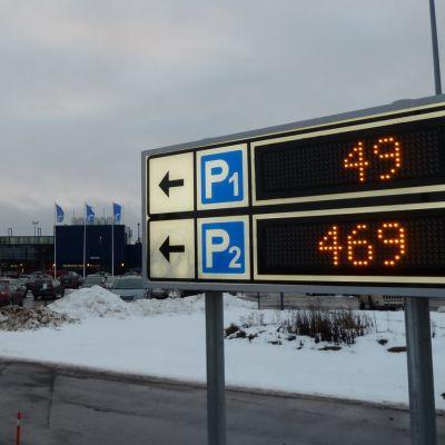 Oulun lentoaseman pysäköintialue
