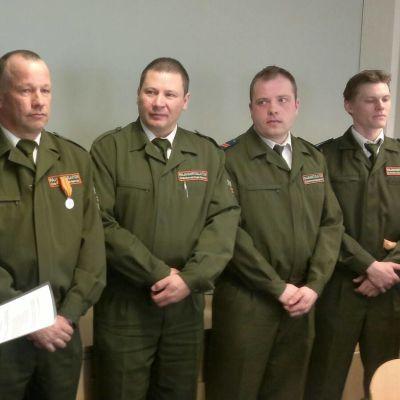 Juha Hietala (vas.) Kuusamon rajavartioaseman päällikkö.