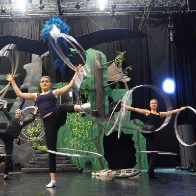 Vanneryhmä harjoittelee Sorin sirkuksen joulushowta