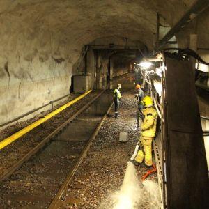 vatten har runnit in i metrotunneln mellan Fiskehamnen och Sörnäs.