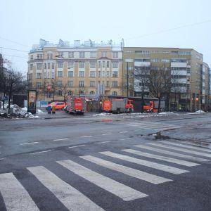 Brandbilar utanför Sörnäs metrostation.