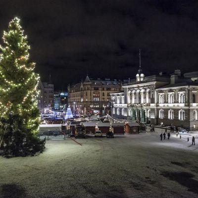 Joulukuusi Tampereen Keskustorilla
