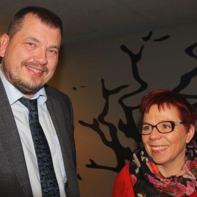 Eduskunnan tulevaisuusvaliokunnan asiantuntija, tulevaisuustutkija Olli Hietanen ja valiokunnan varapuheenjohtaja Merja Mäkisalo-Ropponen (sd.).