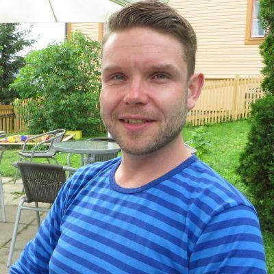Rantasalmelainen baritoni Joonas Asikainen.