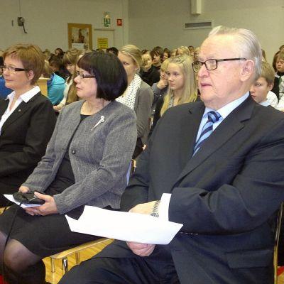 Martti Ahtisaari Kastellin koululla