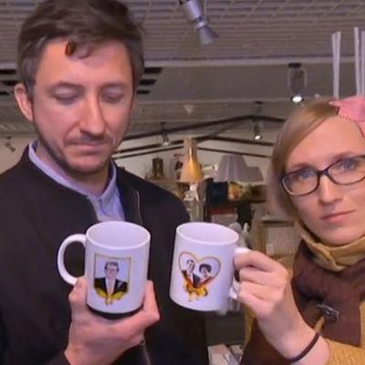 Stradan Ivan ja Marjut ihastelevat suomalaisia mukeja.