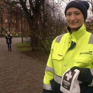 Åbos underhållsbolag Kuntec delade ut första hjälpen-grus för hala transporter