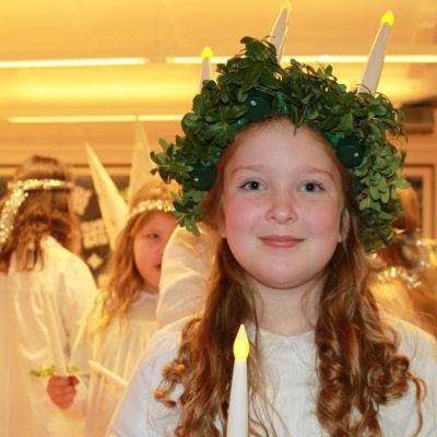 Mya Höglund är en av tre lucior i Bobäcks skola i Kslätt 2015.