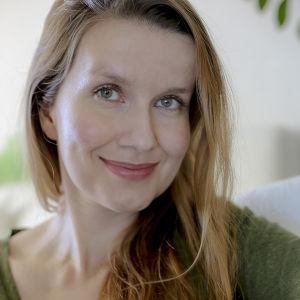 Joanna Nylund, som har skrivit boken om Sisu