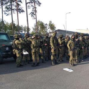 Sotilaita pihalla Porin prikaatssa Säkylässä.