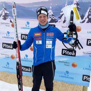 Tero Linnainmaa glad efter målgången i VM i Piteå.