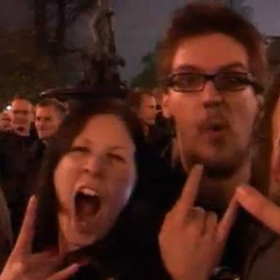 Suomalaiset juhlivat Lordin Euroviisuvoittoa 2006.