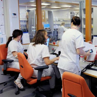 Sjukskötare vid Mejlans sjukhus i Helsingfors