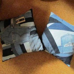 Dynor av gammalt jeanstyg.