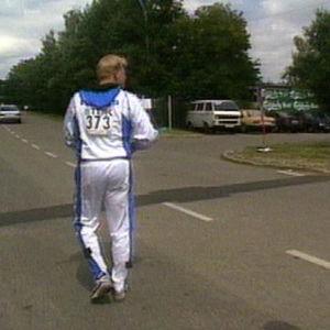 Bubi Wallenius jahtaa Seppo Rätyä Stuttgartissa 1993.