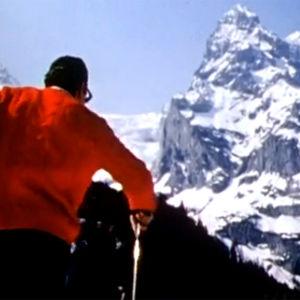 Mies hiihtää alppimaisemassa (1966).