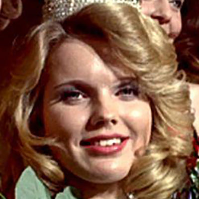 Johanna Raunio vastavalittuna Miss Suomena.