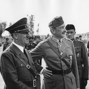 Saksan valtakunnankansleri Adolf Hitler vierailulla Suomessa marsalkka Mannerheimin 75-vuotispäivänä. Vas. marsalkka Wilhelm Keitel, Hitler, Mannerheim ja presidentti Risto Ryti (1942).
