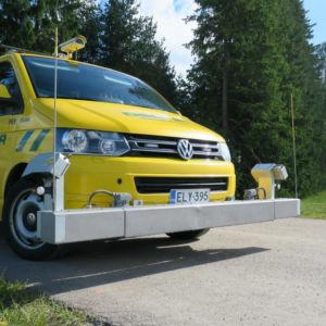 En gul destiabil med blinkar på taket.