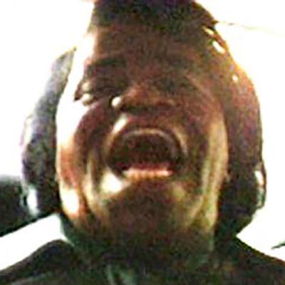 James Brown nauraa autonpenkillä.