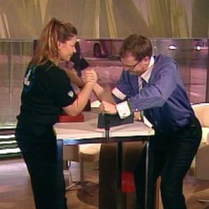 Kädenväännön kaksinkertainen maailmanmestari Tarja Tähtinen vieraili tammikuussa 2005 Ykkösen aamu-tv:ssä