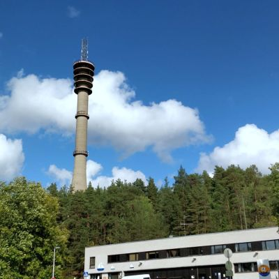 Ulkokuvaa Pääskyvuoren linkkitornista.