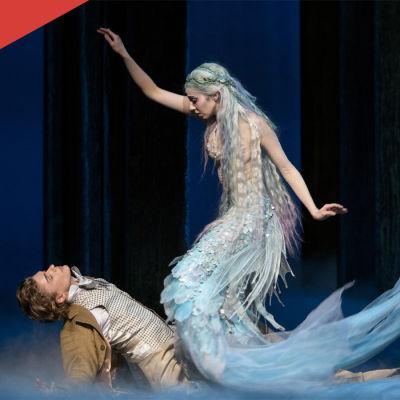 Kohtaus baletista Pieni merenneito, kuvassa Sergei Popov ja Tiina Myllymäki.