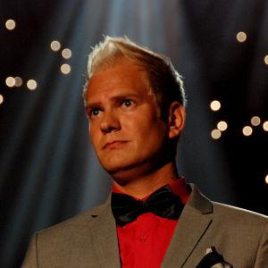 Mikko Mäkeläinen esitti Finaalin karsinnassa kappaleen Hiekkaa