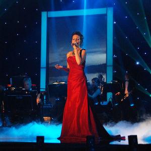 Nainen laulaa