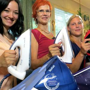 Kolme kovaa testaajaa: Jaana Mäkinen, Janet Laiho ja Tanja Ketola.