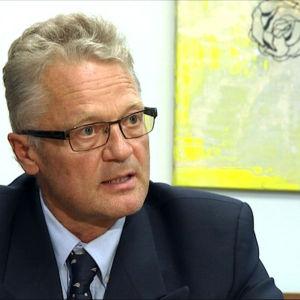 Silmätautien erikoislääkäri, professori Timo Tervo