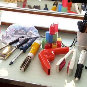 Hiusten muotoiluun tarkoitettuja laitteita