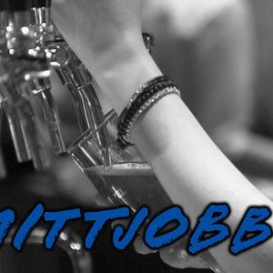 Servitris med #Mittjobb-stämpel