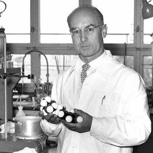 LSD:n keksijä Albert Hofmann vieraili 1960-luvun alussa myös suomessa kertomassa kehittelemistään uusista lääkeaineista.