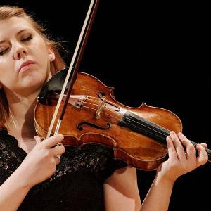 Sara Etelävuori Sibelius-viulukilpailussa 2015