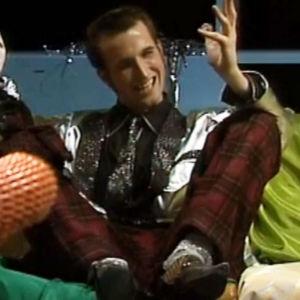 Pål pressli pratar i en soffa.