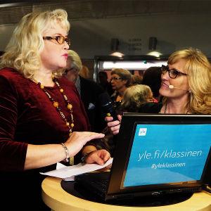 Laulunopettajat Airi Tokola ja Kirsi Rissanen