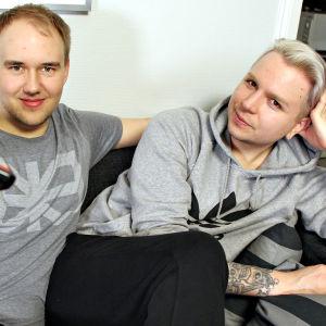Sohvaperunat-sarjan toinen tuotantokausi, helsinkiläiset Perttu ja Jarno
