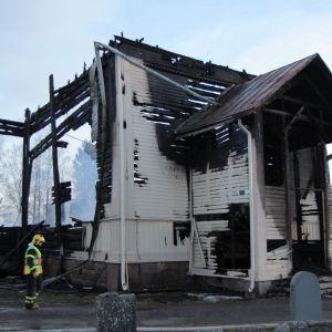 Kyrkan i Ylivieska brann upp