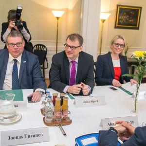 Regeringen samlas på Villa Bjälbo
