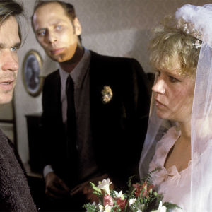 Mallu ja Viltteri menevät vihille tv-elokuvassa katsastus (1988).