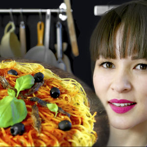 Brittiläinen tv-kokki Rachel Khoo sarjassaan Ruokatuliaisia maailmalta.
