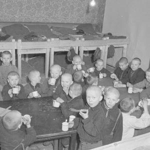Pojkar på barnhem under förra seklet