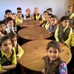 Egyptiläinen koululuokka Plan-kummi Annikki Ruohomäen kuvaamana