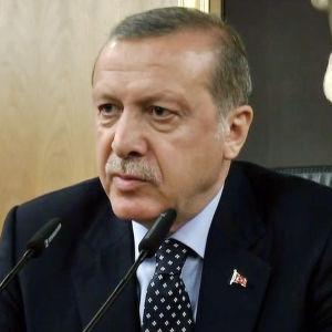 Erdogan nousi Turkissa valtaan lupaamalla kitkeä korruptiota ja tiivistää EU-suhteet.