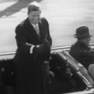 John F. Kennedy avoautossa virkaanastujaispäivänä 20.1.1961