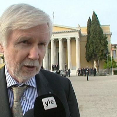 Erkki Tuomioja i Aten den 4 april.