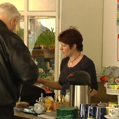 Monica Karlsson har öppnat ett café i centrum av Lappträsk.